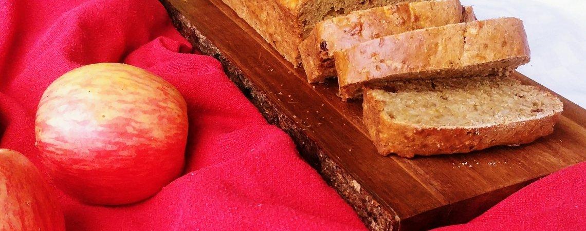 Gesundes saftiges Vollkorn-Apfelbrot