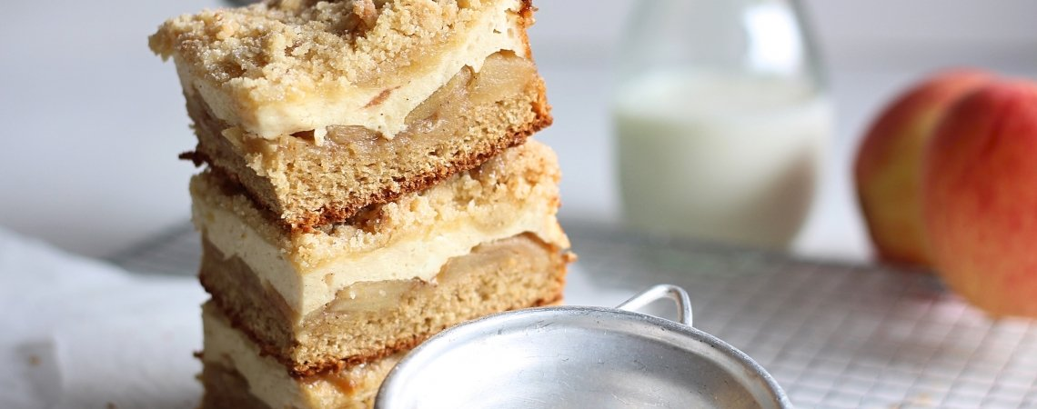 Bratapfel-Germcheesecake mit Knusperstreuseln