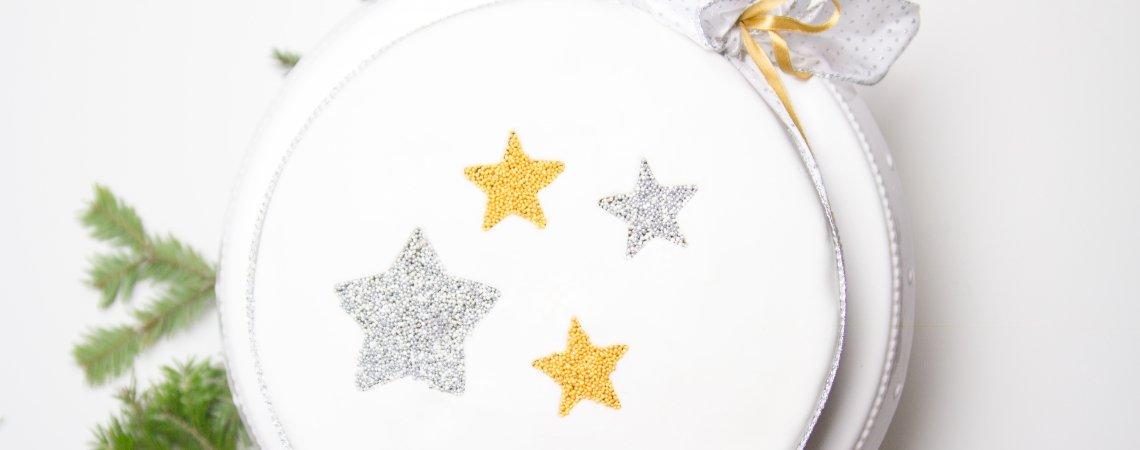 Winterliche Sternen-Torte mit Orangen-Buttercreme & Schokoladenganache