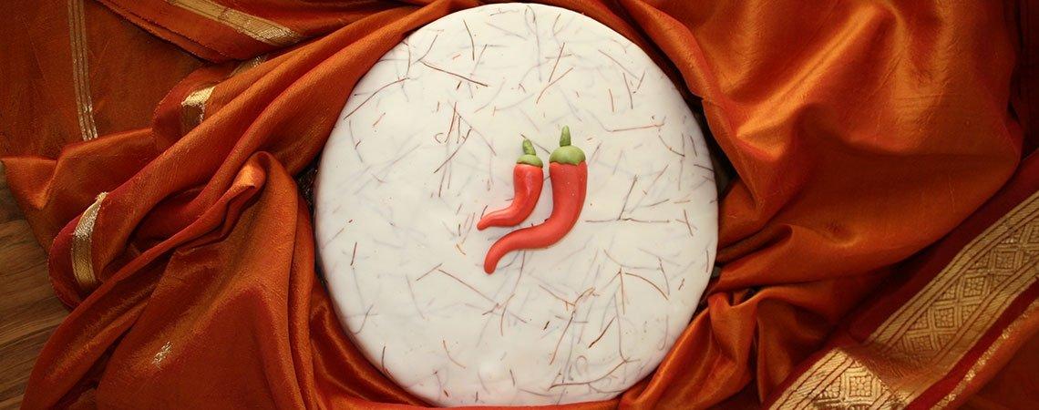 Feurig-frische Nougat-Chili Torte mit Vanille-Kardamom Creme