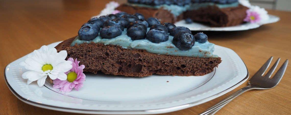 Heidelbeer-Vanille Traum auf Schokoladenkuchen