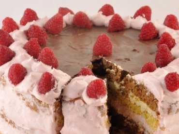 Himbeer-Vanille-Nougat-Torte