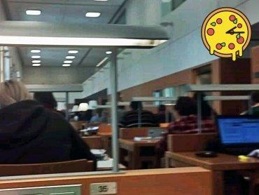 Pizza für alle in die Nationalbibliothek :-D
