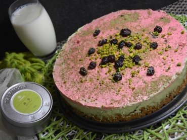 Healthy Matcha-Cranberry Cheesecake