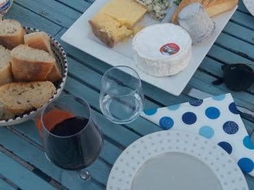 Käse und Wein für Frankreich