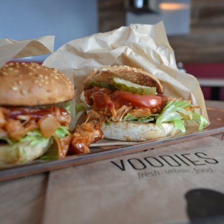 Ein veganer Burger kommt selten allein.